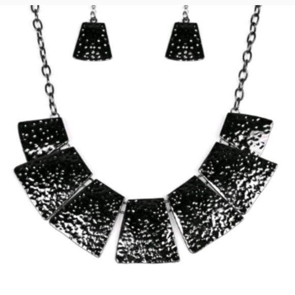 Paparazzi Black Hammered necklace & earrings set, NWT, original packaging